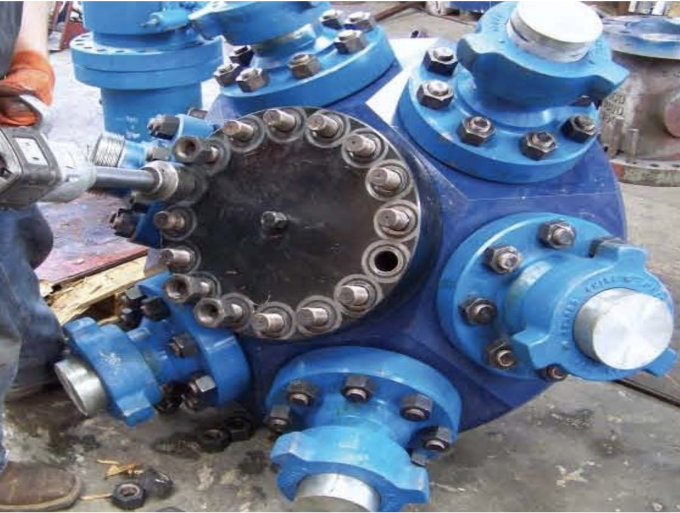 "API 6A Wellhead Casing Head With 6 Exit Connection 7 1/16""-10M Customized Design"